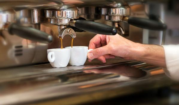 Ingesta de café y reducción de las patologías amiloides en el cerebro humano