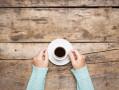 Cafe solo entre manos