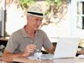 Relación del consumo de café y té verde con la neumonía en personas mayores