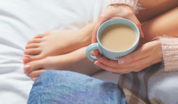 ¿Tienen relación los alimentos antiinflamatorios, como el café, con un efecto protector frente al melanoma cutáneo?